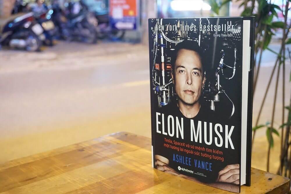 Review Sách Elon Musk Tesla Space X và sứ mệnh tìm kiếm một tương lai ngoài sức tưởng tượng reviewsach.net