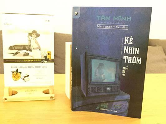 Review sách Kẻ nhìn Trộm Tần Minh