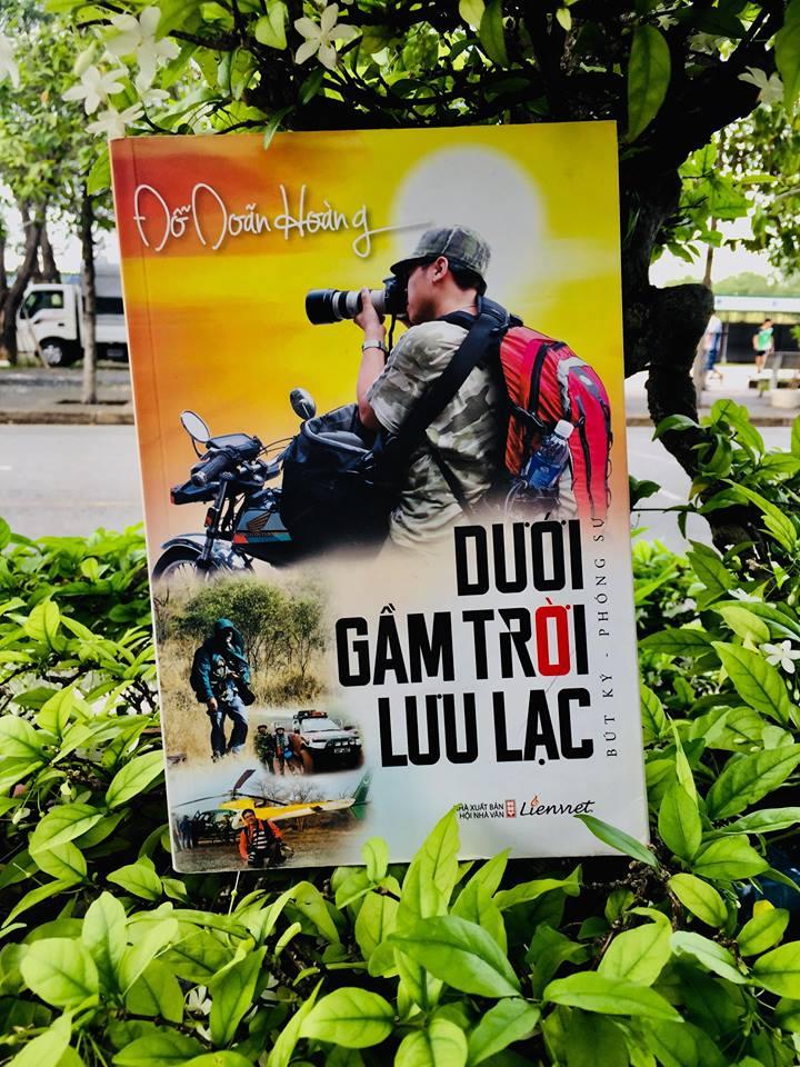 Review sách Dưới gầm trời lưu lạc - Ảnh chụp bởi Khánh Hà - Reviewsach.net
