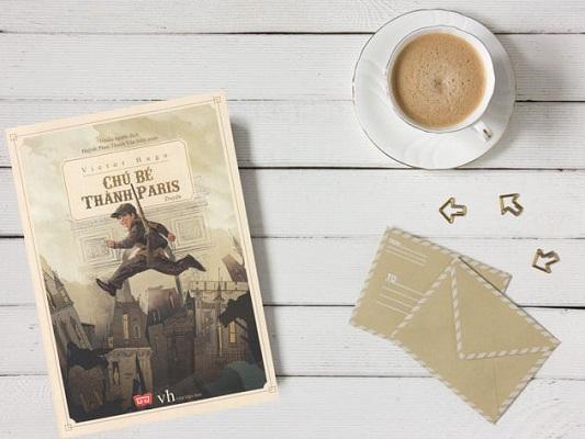 Chú-bé-thành-Paris-Review-sách