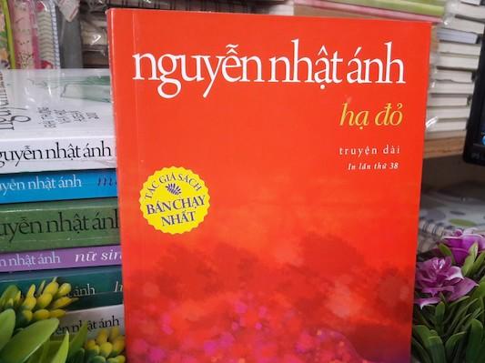 Hạ Đỏ: Lặng lẽ một tình yêu đơn phương - Reviewsach.net