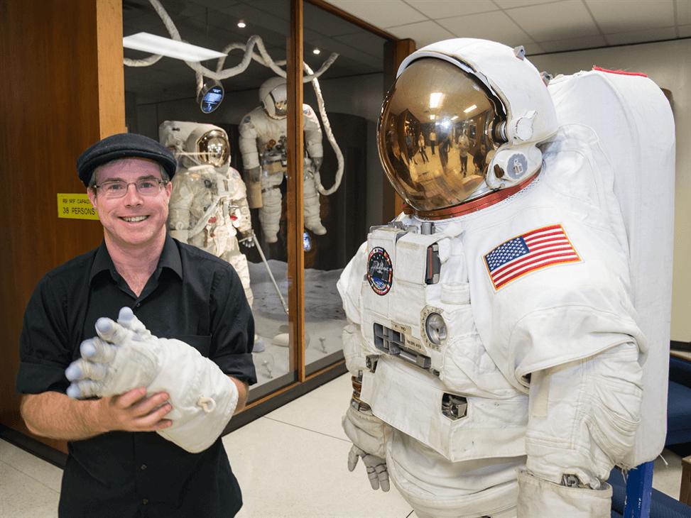 Tác giả Andy Weir tại NASA JSC năm 2015 reviewsachonly