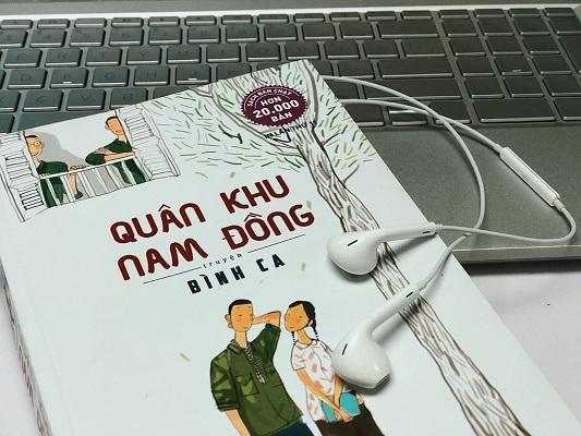 """Tặng sách Quân Khu Nam Đồng – Tuổi thơ của những ông """"tướng"""" con."""